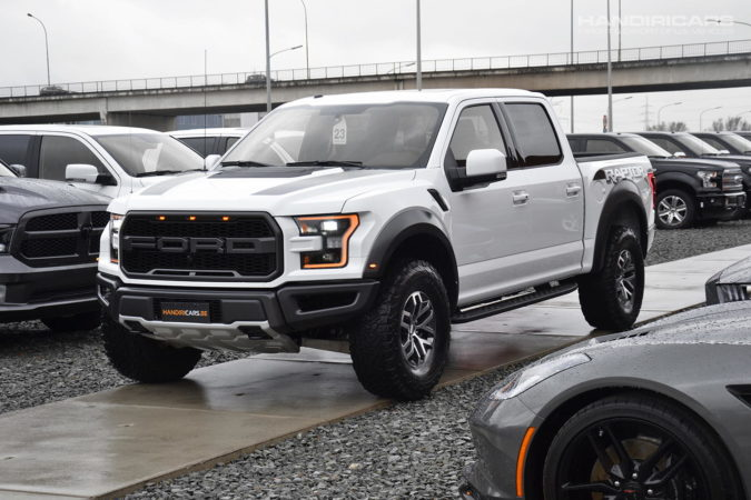 2017 Ford F-150 4WD SuperCrew Raptor in Oxford White