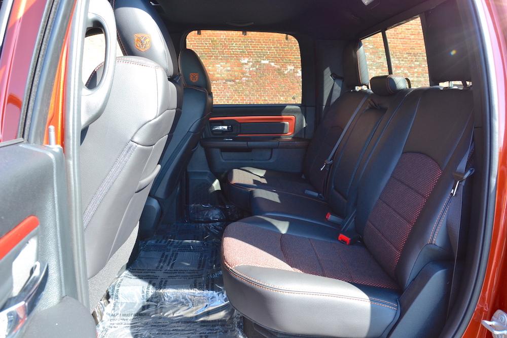 Achterbank van de 2017 Dodge Ram Copper 4WD Crew Cab Sport