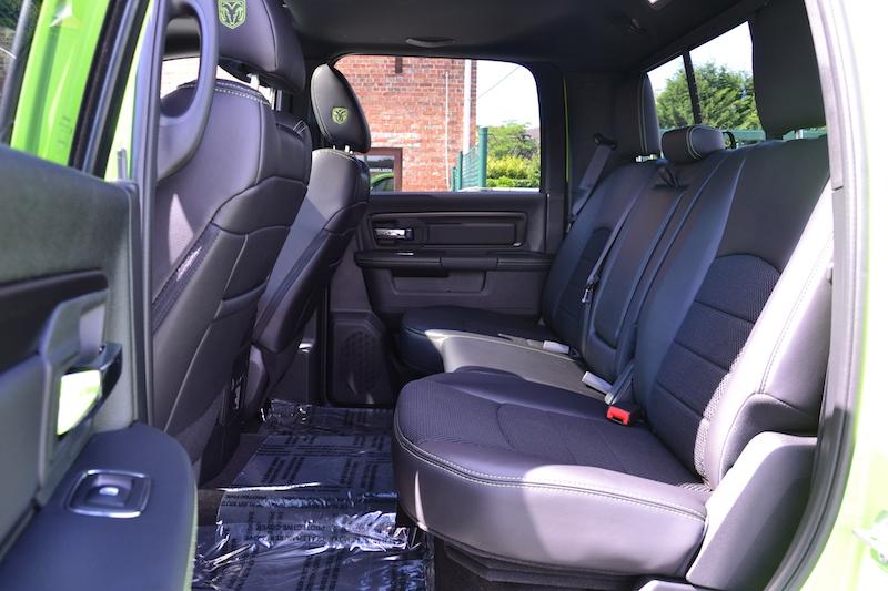 Achterbank van de 2017 Dodge Ram Sublime Sport 4WD Crew Cab