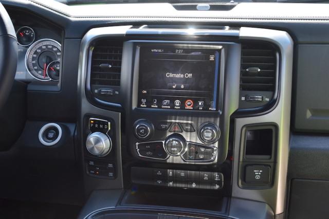 Middenconsole van de 2017 Dodge Ram Sublime Sport 4WD Crew Cab