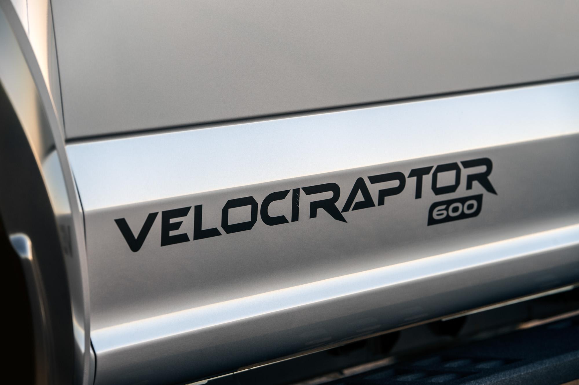 Velociraptor 600 vermelding op carrosserie